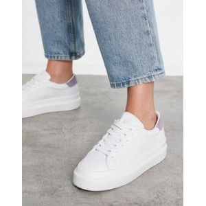 Pull&Bear flatform sneakers with nude back tab in white In Narrow Sizes for Women in new look QXPC520