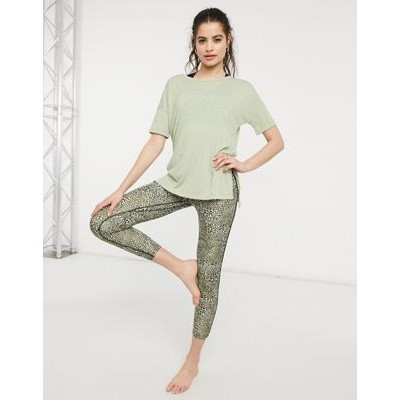 Nike Yoga Dry layering T-shirt in olive green for Women On Line TGYO599